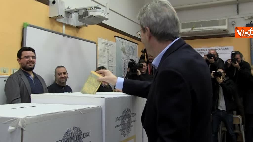 04-03-18 Gentiloni vota e si rivolge alla stampa Auguri a tutti buona giornata_08