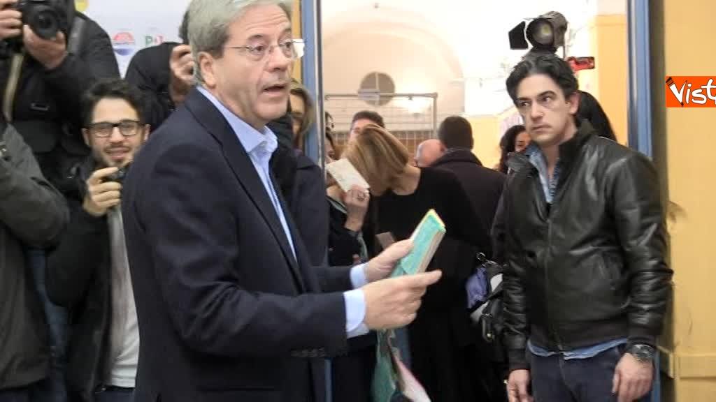 04-03-18 Gentiloni vota e si rivolge alla stampa Auguri a tutti buona giornata_03
