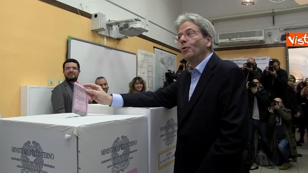 04-03-18 Gentiloni vota e si rivolge alla stampa Auguri a tutti buona giornata_09