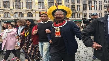 5 - Raoni, il capo amazzone simbolo della lotta per l'ambiente a Bruxelles incontra giovani e sindaco