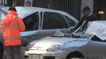 4 - Maltempo, paura in centro a Roma crolla un albero in Viale Mazzini, 2 feriti gravi
