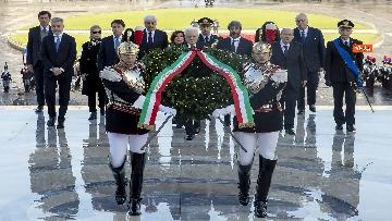 4 - Mattarella all'Altare della Patria per la festa delle forze armate