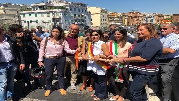 4 - Abbattimento Tangenziale Est Roma, Raggi dà prima picconata durante cerimonia avvio cantiere