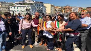 5 - Abbattimento Tangenziale Est Roma, Raggi dà prima picconata durante cerimonia avvio cantiere