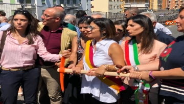 3 - Abbattimento Tangenziale Est Roma, Raggi dà prima picconata durante cerimonia avvio cantiere