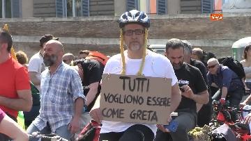 9 - Greta Thunberg alla manifestazione per il clima a Roma