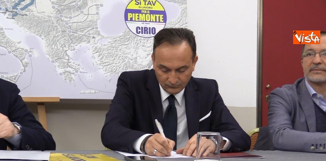 Il candidato Alberto Cirio in conferenza stampa