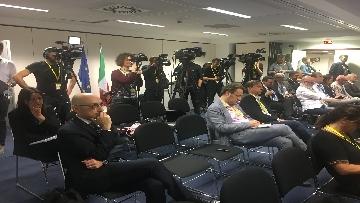6 - La conferenza stampa di Conte al termine del Consiglio europeo, le immagini