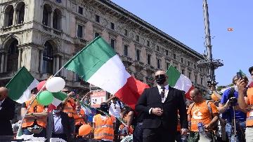 """3 - Manifestazione Gilet Arancioni, Antonio Pappalardo: """"Basta mascherine e vaccini sono pericolosi"""""""