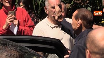 7 - Il presidente Berlusconi viene dimesso dal San Raffaele