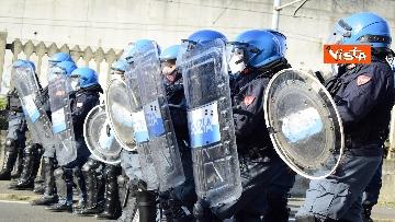 3 - Flash mob Milano, centri sociali davanti al Cpr per impedire arrivo di migranti