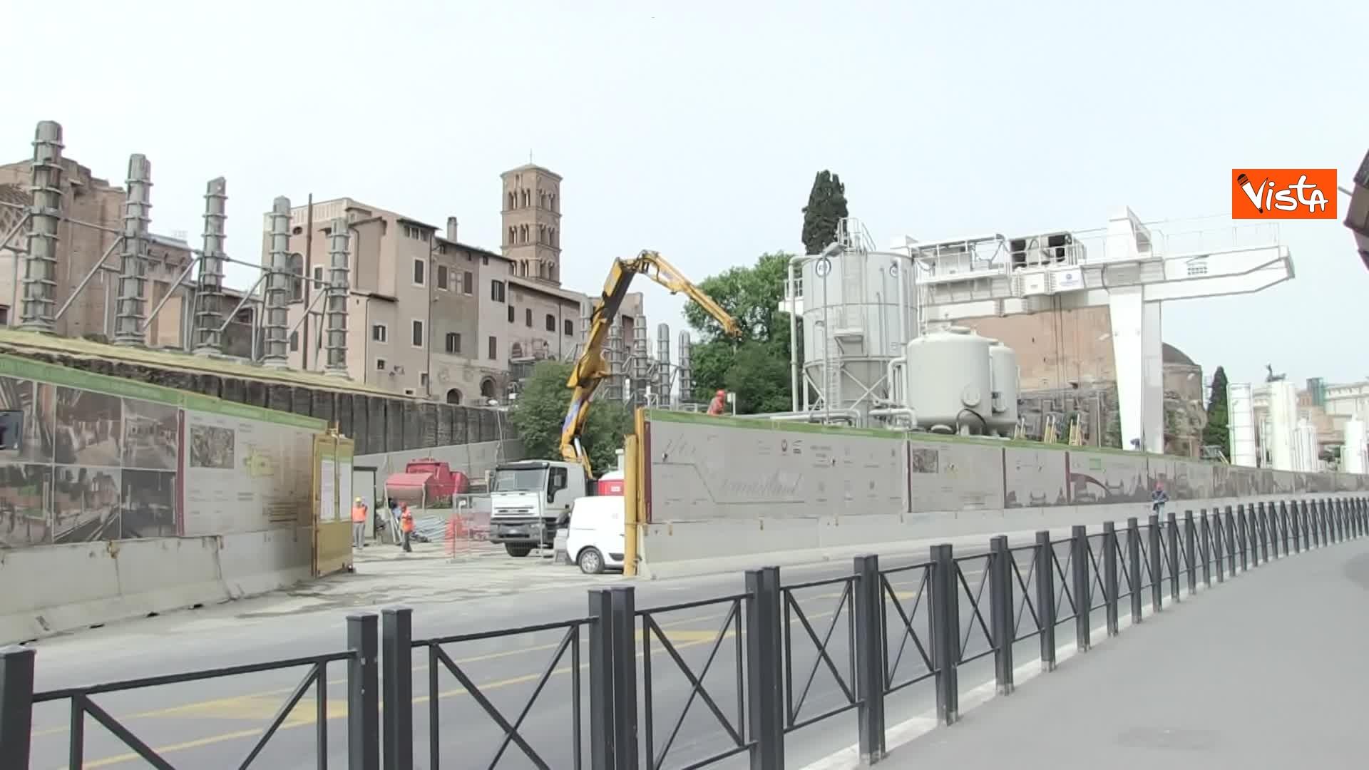 13-05-20 Colosseo deserto gli unici rumori che si sentono sono quelli dei lavori della metro C_08