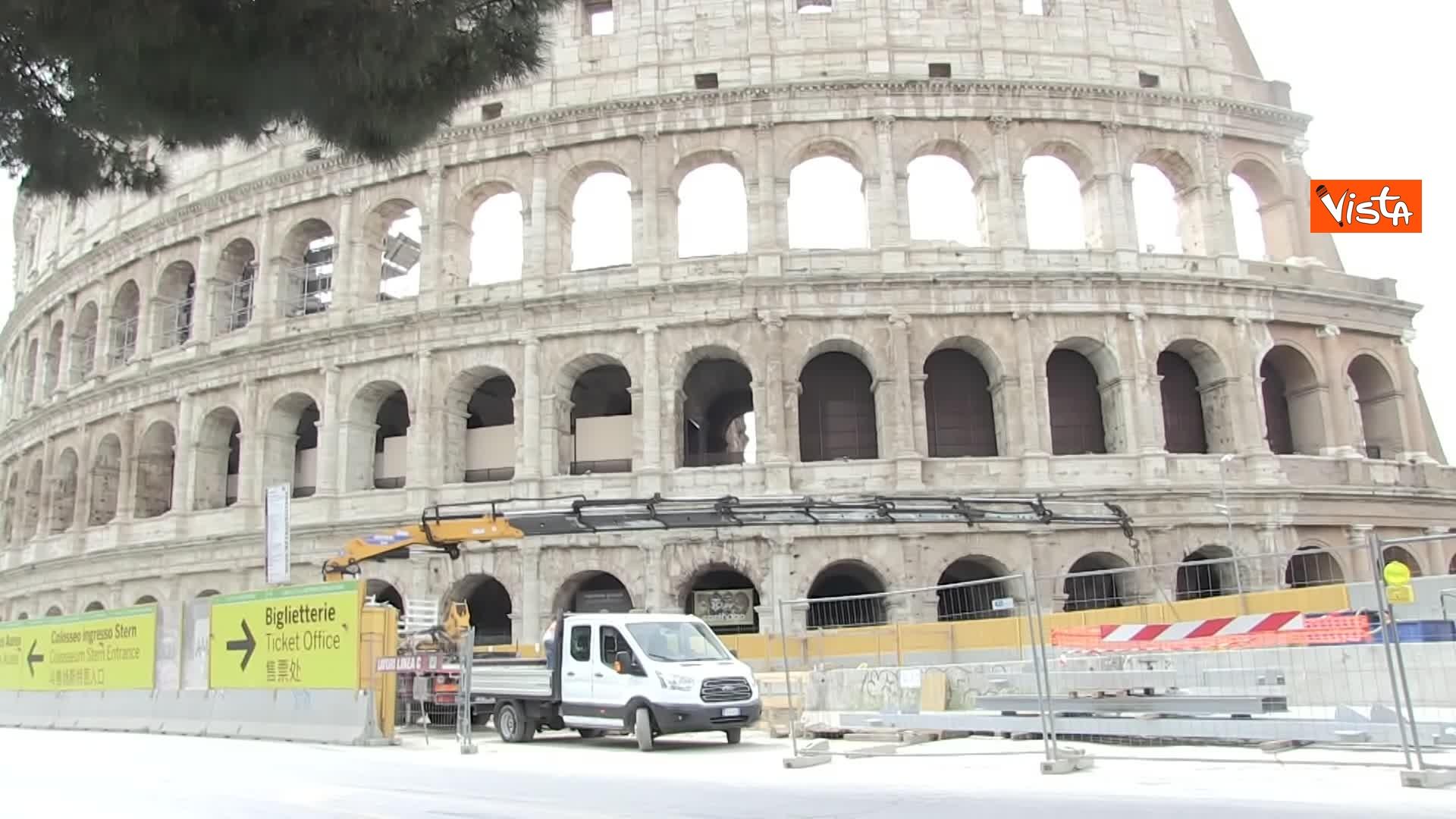 13-05-20 Colosseo deserto gli unici rumori che si sentono sono quelli dei lavori della metro C_06