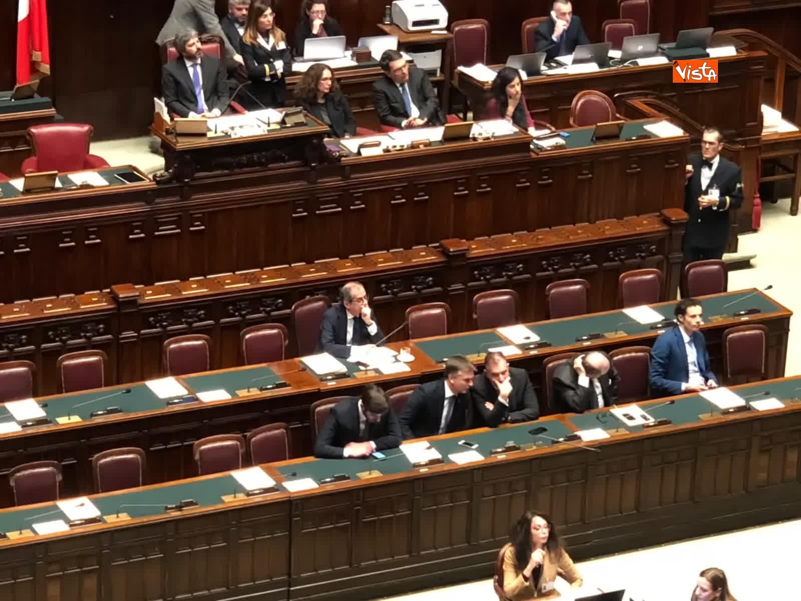 07-02-19 Tria parla in aula, interrotto risponde a un deputato stai zitto e scoppia la bagarre_08