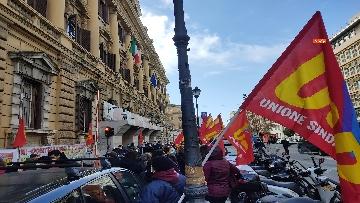5 - I sindacati di base USB manifestano al Mef, sciopero nazionale di sanità, scuola, trasporti