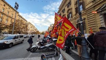 2 - I sindacati di base USB manifestano al Mef, sciopero nazionale di sanità, scuola, trasporti