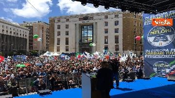 7 - Europee, Meloni a Napoli, la piazza gremita di gente per il comizio della leader di FdI