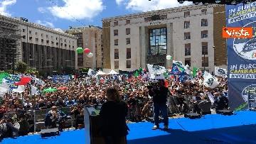 10 - Europee, Meloni a Napoli, la piazza gremita di gente per il comizio della leader di FdI