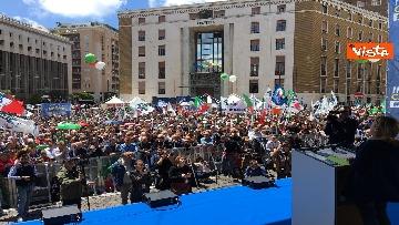 5 - Europee, Meloni a Napoli, la piazza gremita di gente per il comizio della leader di FdI