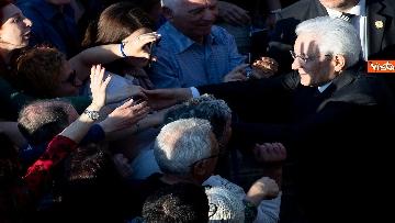 4 - Mattarella accolto da un applauso dai cittadini in visita ai giardini del Quirinale