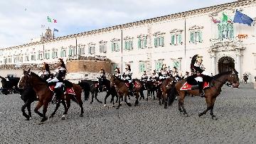3 -  Unità d'Italia, cambio della guardia solenne dei corazzieri a cavallo al Quirinale