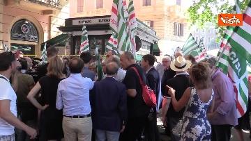 5 - Protesta dei sindacati davanti al Ministero dei Trasporti, le immagini