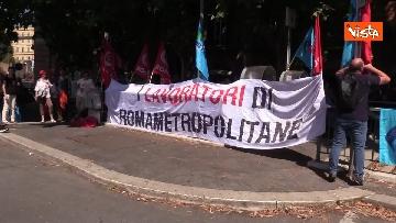 4 - Protesta dei sindacati davanti al Ministero dei Trasporti, le immagini
