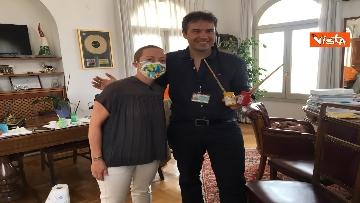 23 - Mascherine a colori contro il virus, Alexander Jakhnagiev dipinge Giorgia Meloni