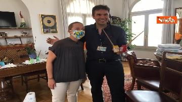 20 - Mascherine a colori contro il virus, Alexander Jakhnagiev dipinge Giorgia Meloni