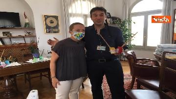 15 - Mascherine a colori contro il virus, Alexander Jakhnagiev dipinge Giorgia Meloni
