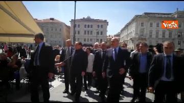 1 - Berlusconi in Piazza Unità a Trieste accompagnato dal sindaco della città