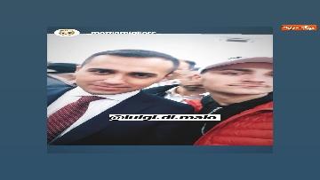 2 - Di Maio a Pomigliano d'Arco, i selfie con i suoi sostenitori sui social network
