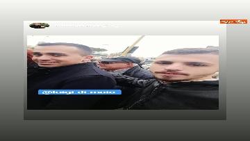 5 - Di Maio a Pomigliano d'Arco, i selfie con i suoi sostenitori sui social network