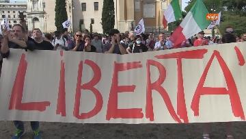4 - Protesta contro il green pass a Piazza San Giovanni a Roma. Le foto