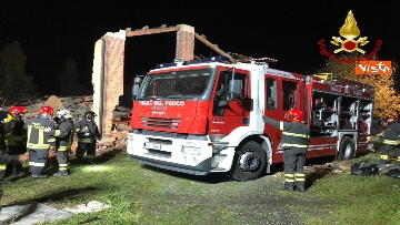 4 - Esplosione in una cascina ad Alessandria, muoiono 3 vigili del fuoco