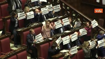 3 - Migranti, la protesta di FdI in aula Camera contro Global compact 'Stop invasione'