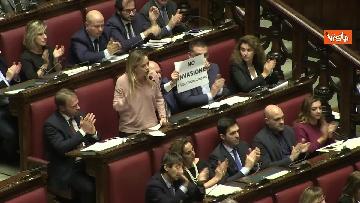 2 - Migranti, la protesta di FdI in aula Camera contro Global compact 'Stop invasione'