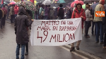 9 - Il corteo antisovranista sfila a Milano contro il comizio di Salvini e Le Pen in Duomo