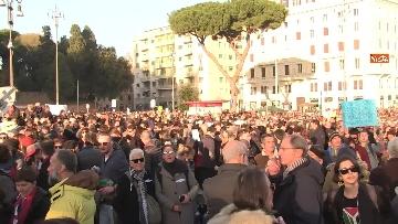 7 - Le sardine riempiono piazza San Giovanni a Roma