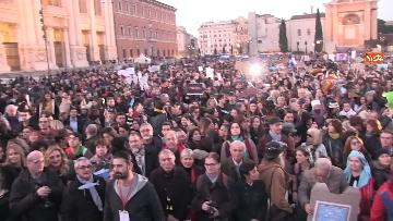 8 - Le sardine riempiono piazza San Giovanni a Roma