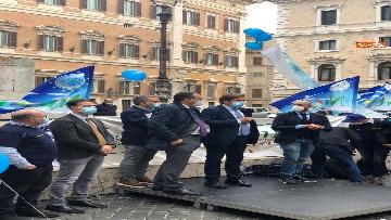 2 - Sanità, la manifestazione degli infermieri in piazza Montecitorio