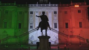 8 - Il Campidoglio si illumina con il tricolore