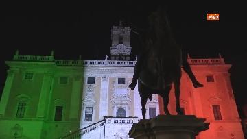 9 - Il Campidoglio si illumina con il tricolore