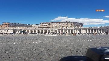 9 - L'Angelus di Papa Francesco in Piazza San Pietro