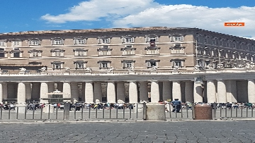 7 - L'Angelus di Papa Francesco in Piazza San Pietro