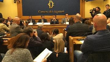 9 - Di Maio e Fraccaro in conferenza stampa a Montecitorio su riforme costituzionali