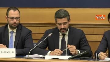 3 - Di Maio e Fraccaro in conferenza stampa a Montecitorio su riforme costituzionali