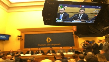 7 - Di Maio e Fraccaro in conferenza stampa a Montecitorio su riforme costituzionali