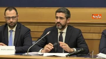 4 - Di Maio e Fraccaro in conferenza stampa a Montecitorio su riforme costituzionali