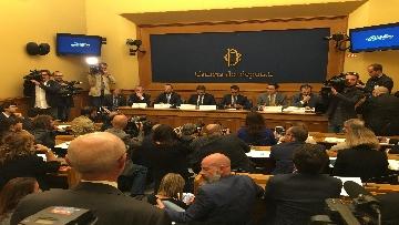 5 - Di Maio e Fraccaro in conferenza stampa a Montecitorio su riforme costituzionali
